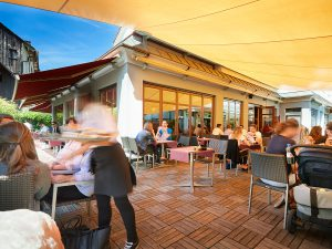 Steakhaus 21 – Außen unter Dach