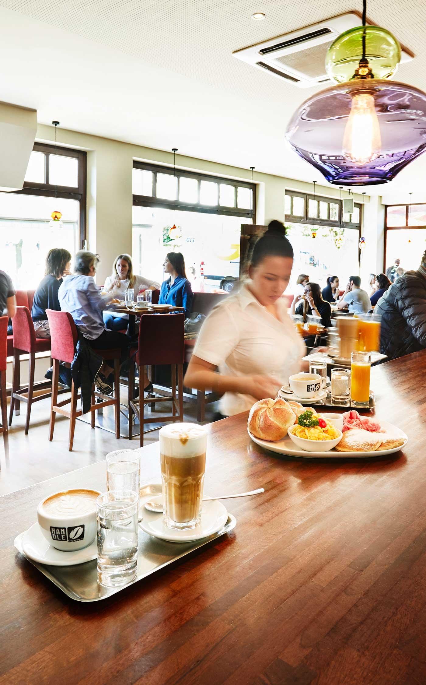 Café 21 – Kellnerin